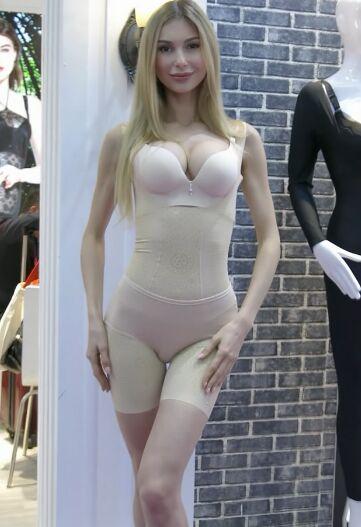 2018深圳国际品牌内衣展览会国外模特实拍[mp4/63.4M]