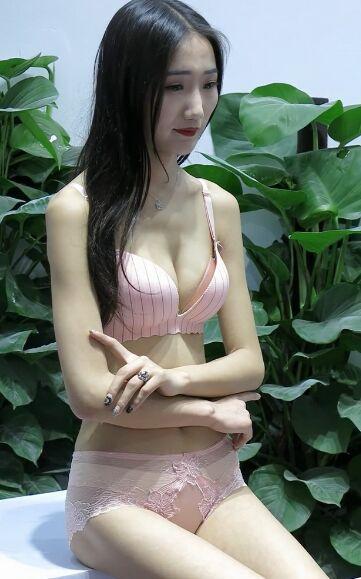 深圳�纫抡�2018粉色内衣靓模实拍[mp4/45M]