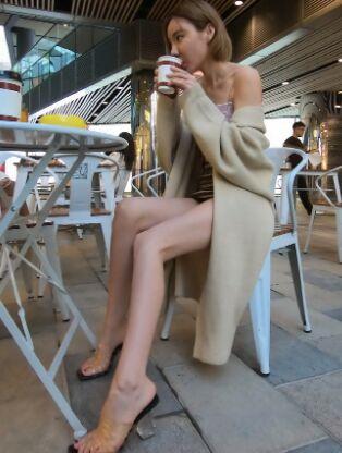 御风街拍作品 - 极品美腿美女欣欣裸脚街拍 [141P3V-3.05GB]